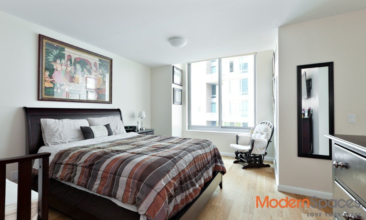 The View Condo, fantastic large 1 br, 1,5 baths, direct river and city Views.