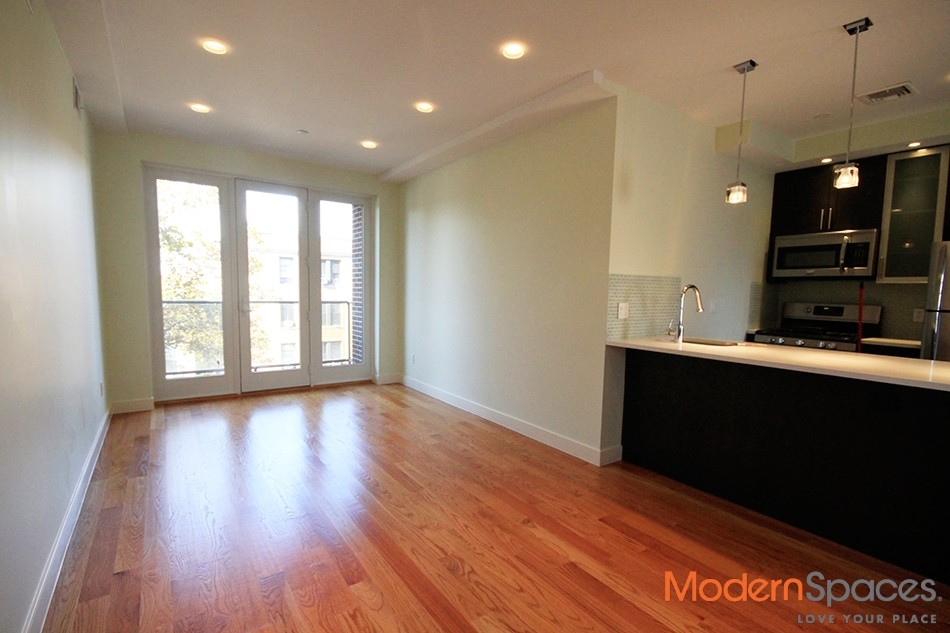 *Location Location* LUXURY PH 1BR/1BT STEPS FROM THE N & Q TRAIN