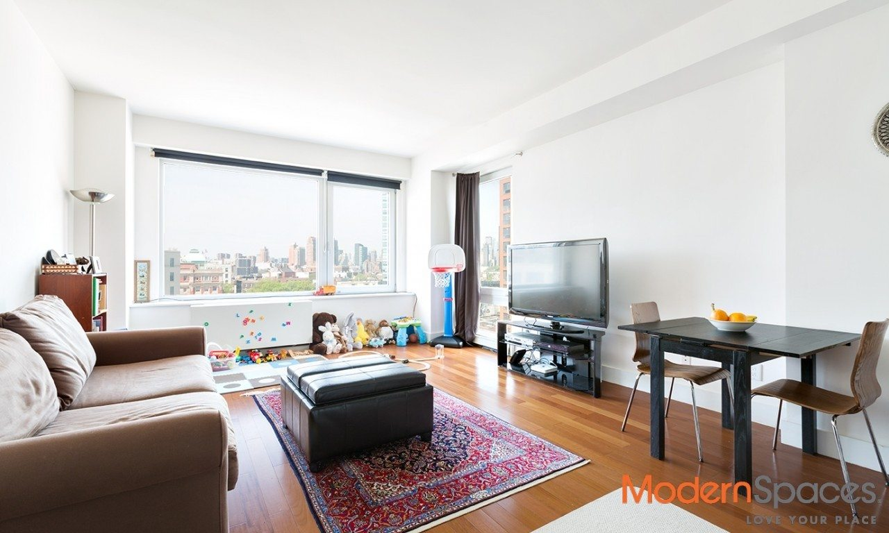 No fee-One month free-Spacious Flexible 3 bedrooms/2baths  near the E,M,7,N,Q,G trains by Court Square