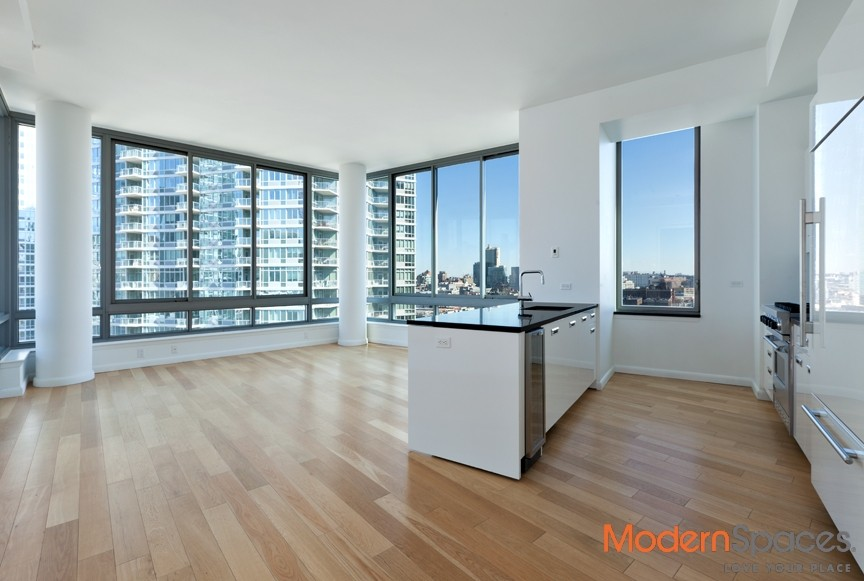 THE VIEW CONDOS – LUXURIOUS 3 BED/3 BATH