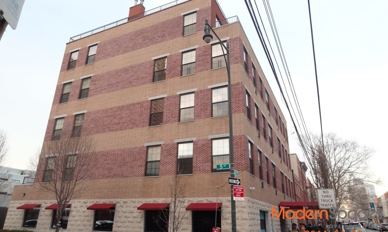LUXURY 847 SQ FT ONE BED LOFT/BOUTIQUE BUILDING