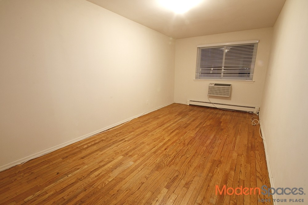 Great Layout – 1 BedHome Office or Dining Room – All Utilities Included