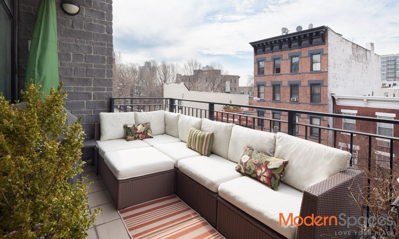 Large 1 Bedroom with Balcony and Parking