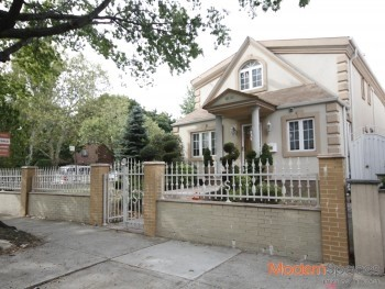 *PRISTINE UPPER DITMARS CORNER HOME* POOL / CUSTOM KITCHEN *