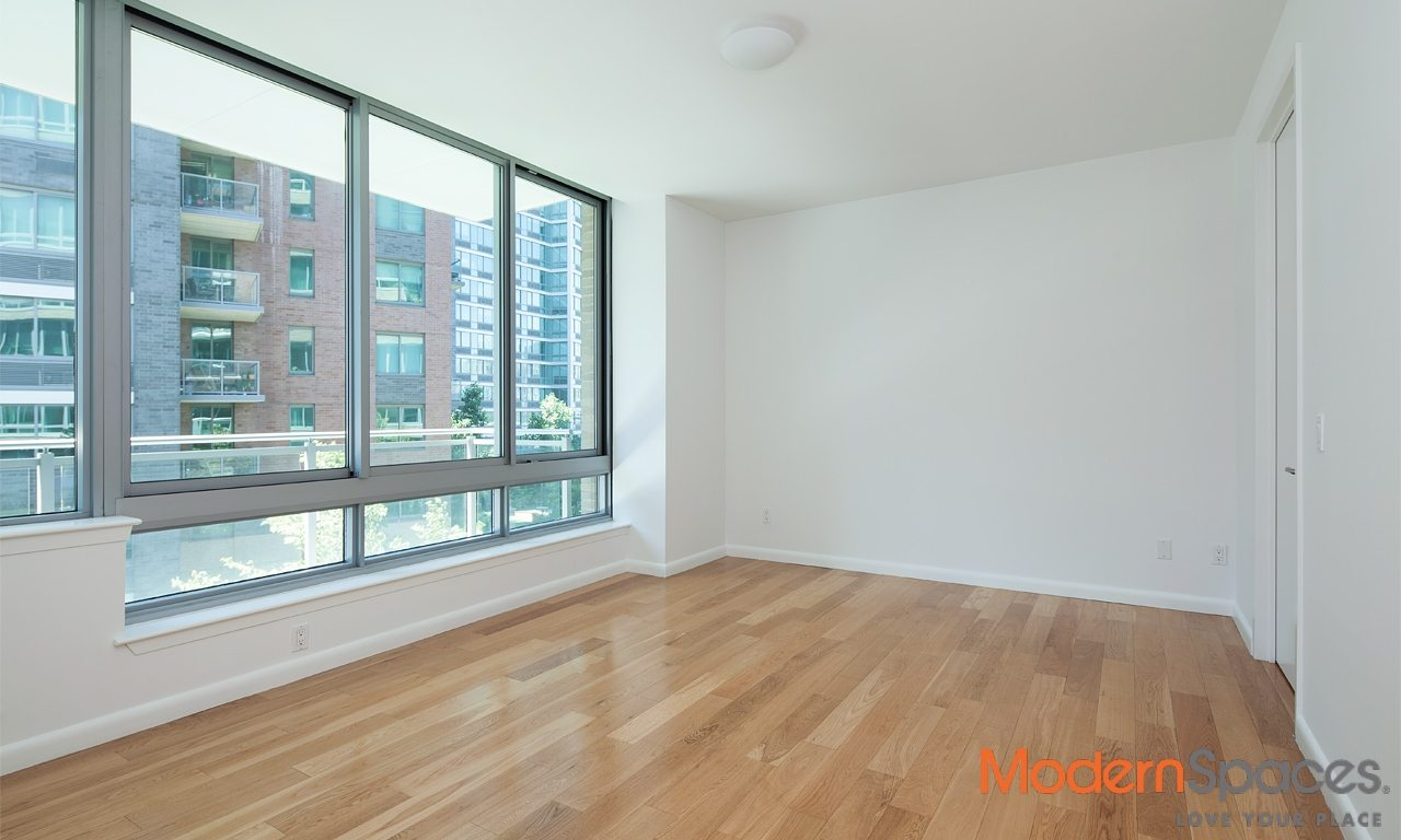 GORGEOUS 3 BED/3 BATH WITH BALCONY AT THE VIEW – INCLUDES GAS/ELEC