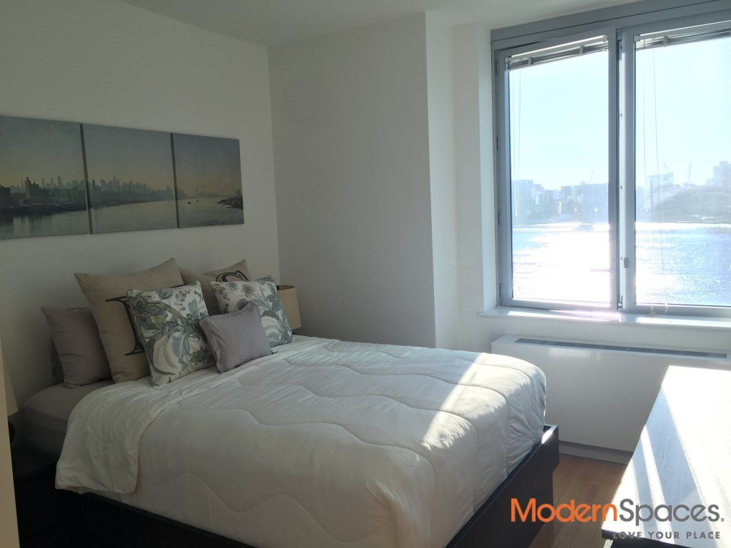 No Fee – 2 bed 2 Bath Corner Unit with Balcony Panoramic Full City and River Views