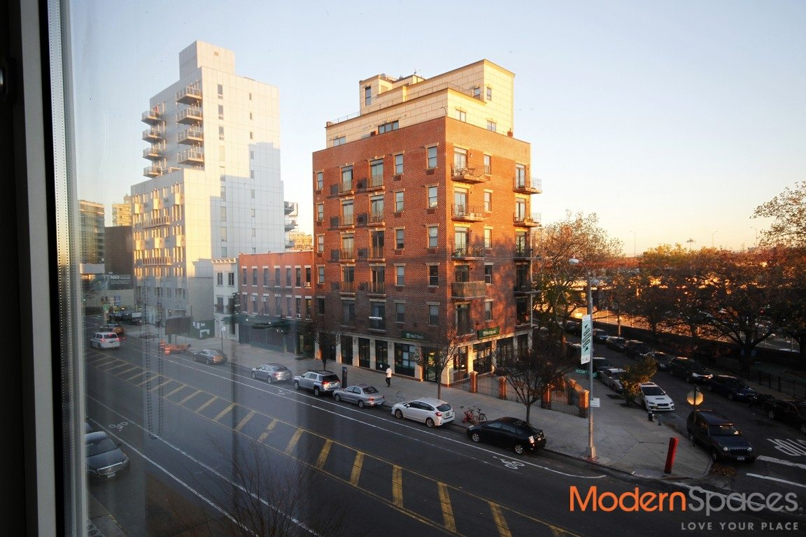 Bright Sunny One Bedroom Condo in LIC – Steps to Subway & Transportation