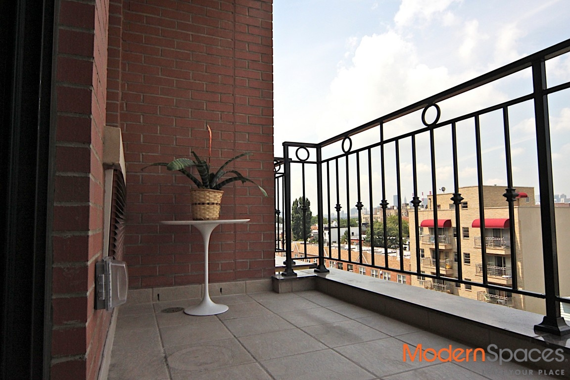 Stunningly Spacious 2 BR/ 2 Bath w/ Balcony in Luxury Building