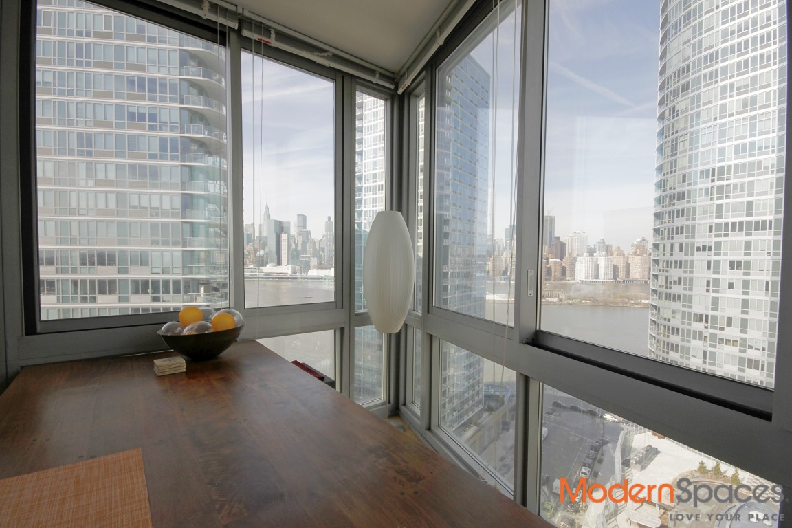 No Fee LIC Spacious Corner Unit 2 Bedroom 2 Bathroom Views Balcony