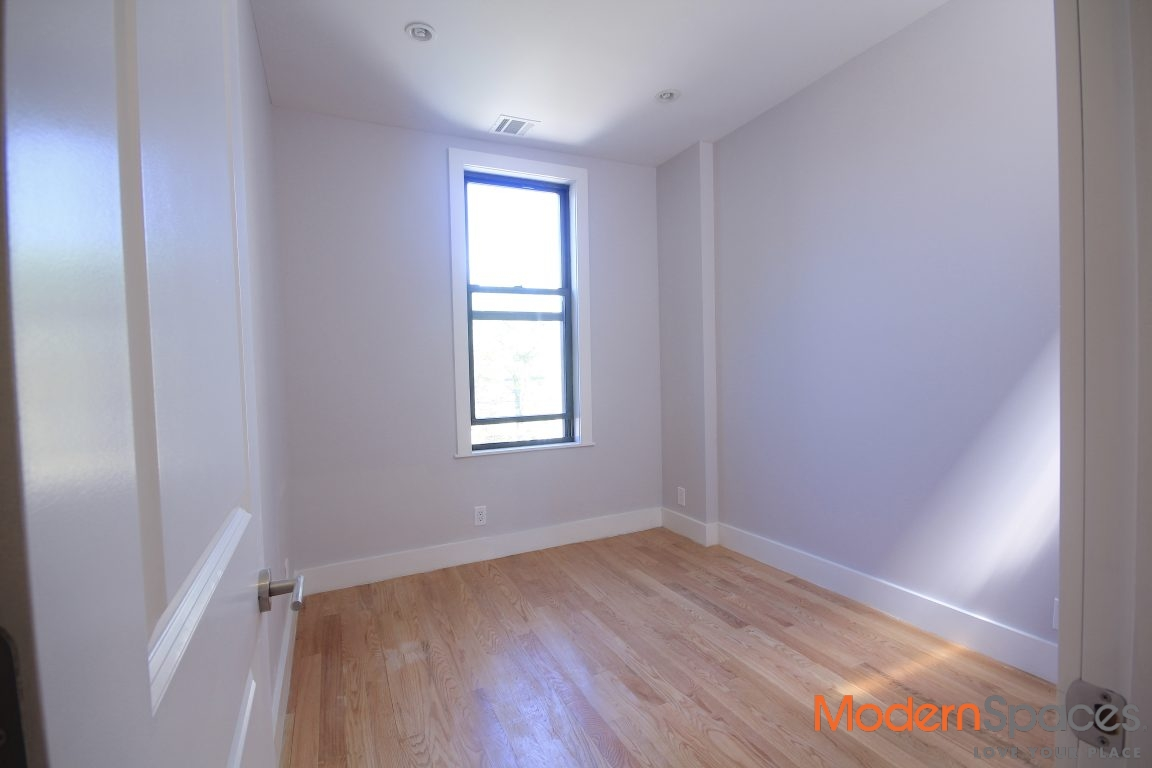 Newly Renovated Modern 3 Bedrooms Rental in Charming Brownstone