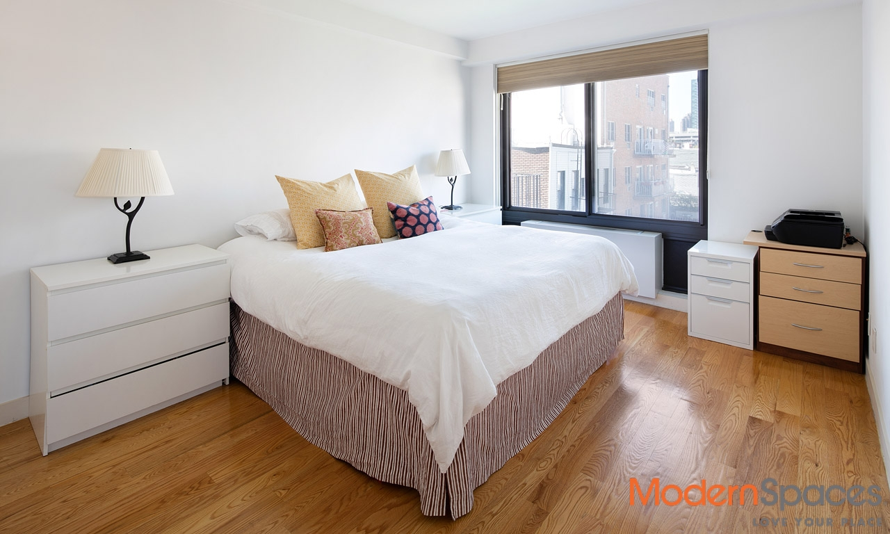 OUTSTANDING 1 BR + HO + 1.5 BA + BALCONY + WESTERN EXPOSURE  (PARKING SPACE AN ADDITIONAL 75K)
