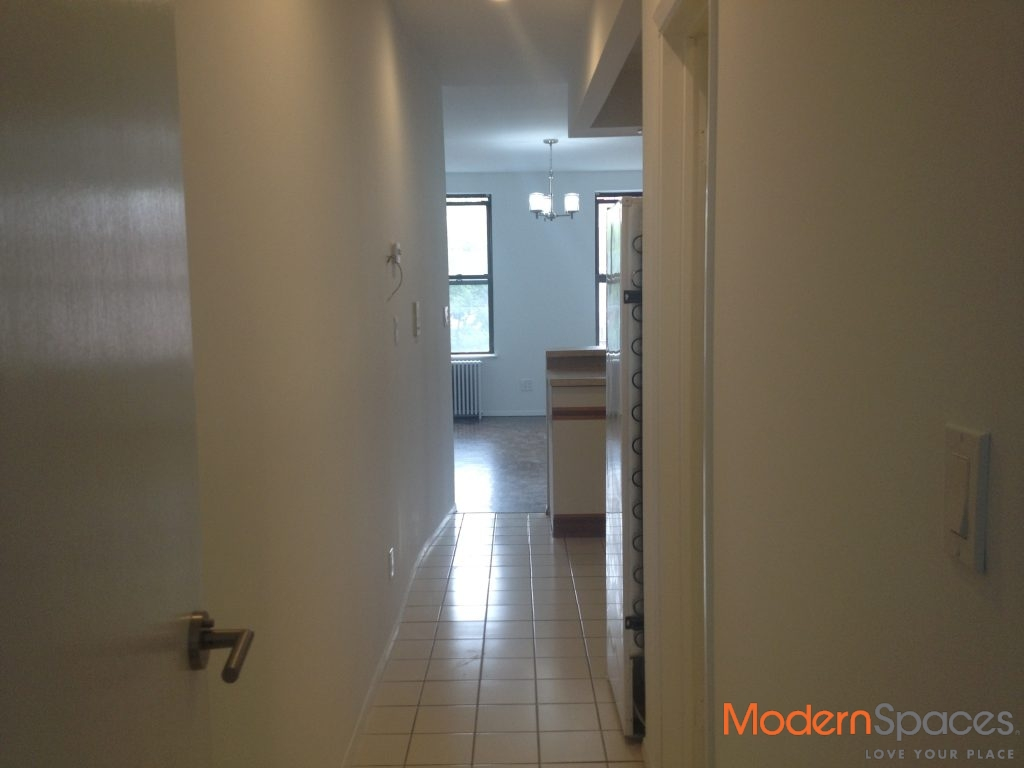 AWESOME $2,250 ONE BED – GREAT LOCATION
