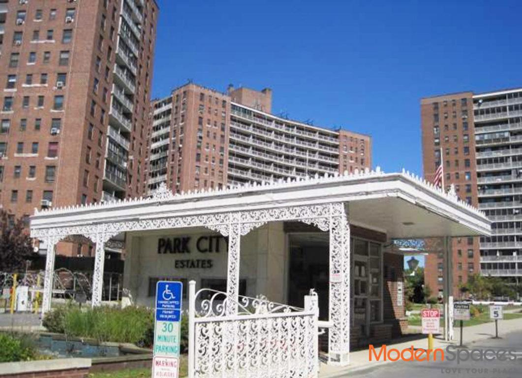 Spacious 1 Bed 1 Bath – High floor unit in The Park City Estates