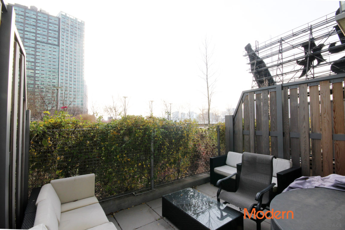 No Fee LIC Studio with Private Terrace on Waterfront