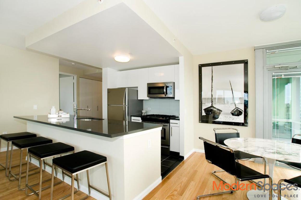 Available immediately. Beautiful 2 Bedroom apartment. 1 month Free+No Broker Fee. Direct views of Manhattan