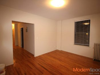 Recently Renovated King Size 2 Bedroom Near Train