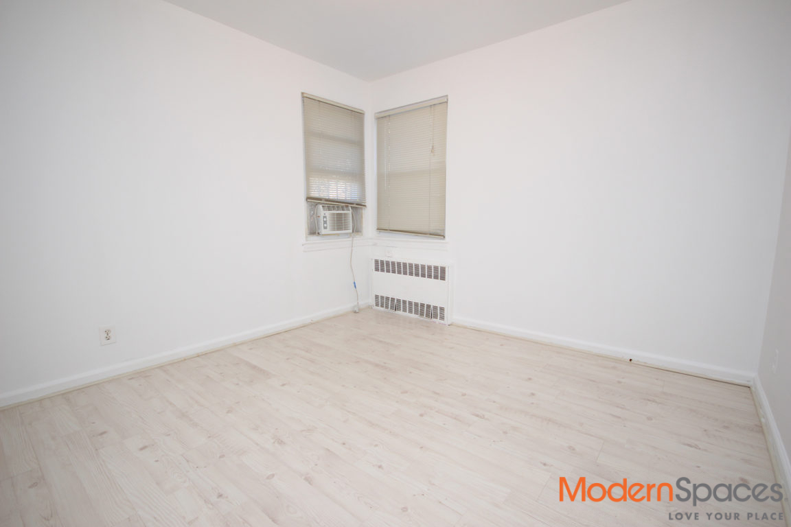Renovated 2 bedroom with high-en finishes throughout..ALL UTILITIES INCLUDED!
