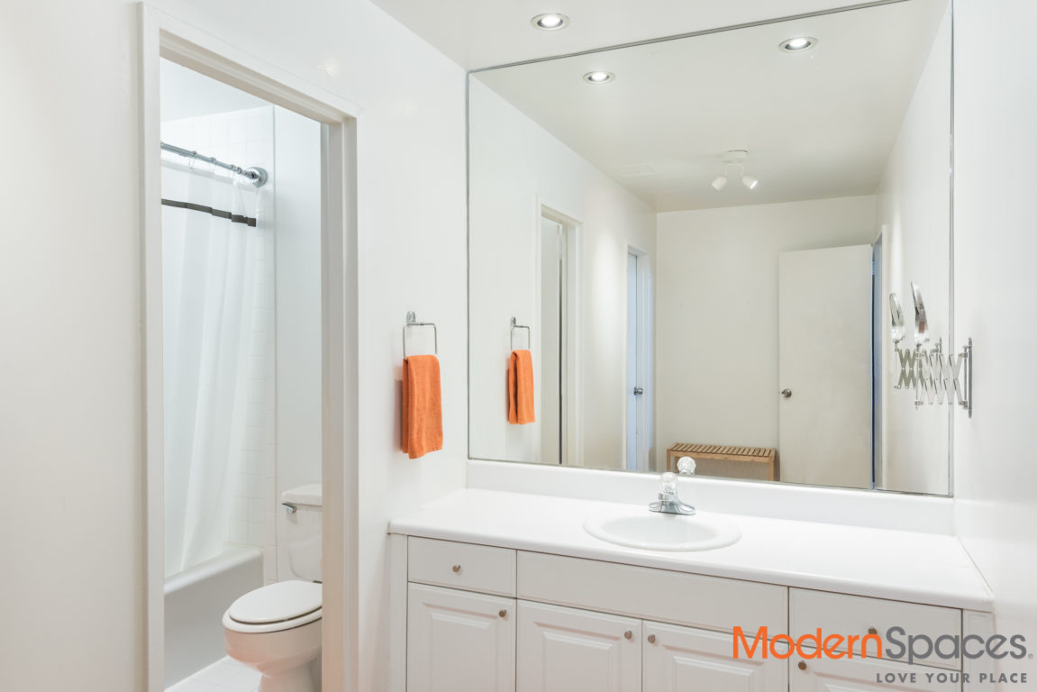 Gorgeous convertible 2 bedrooms with 12ft ceilings and lots of closets