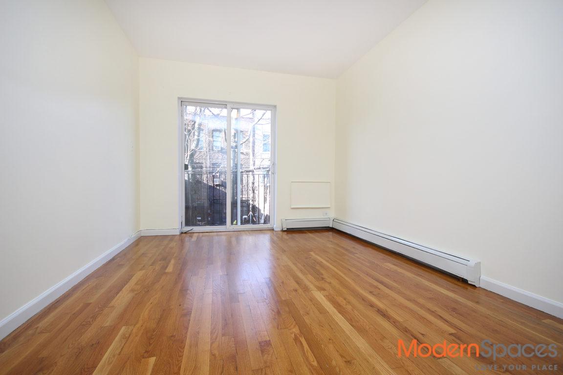 3 bedroom, 2 full bath, 2 balconies, 1200sqft!