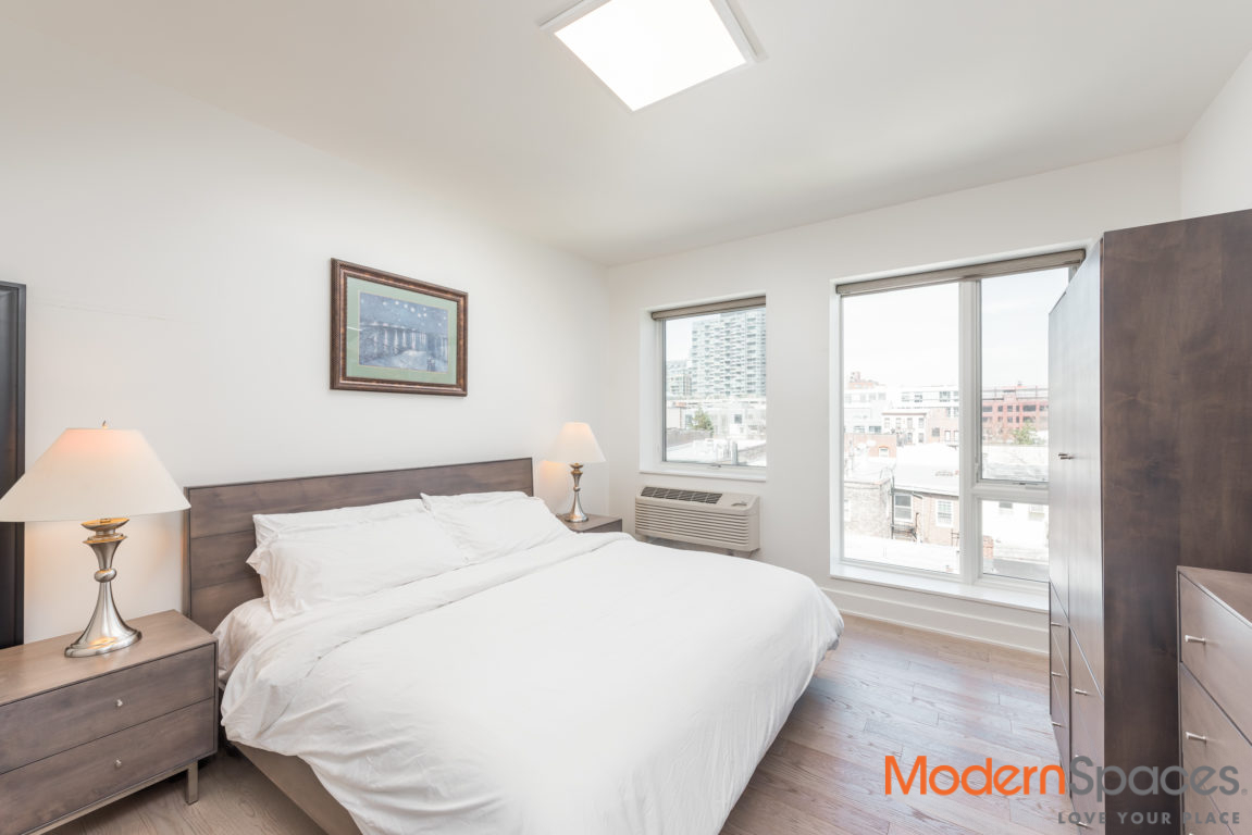 Stunning Sundrenched PH with Private Roof Deck + Parking