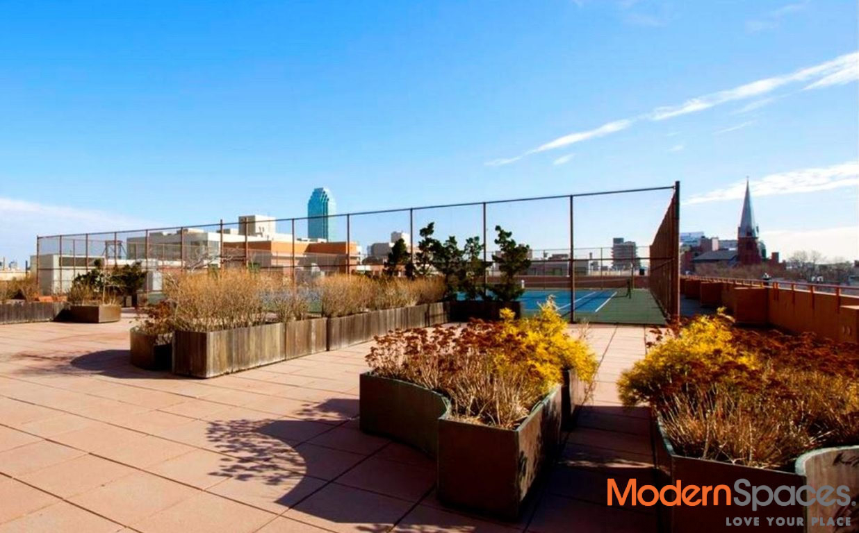 LIC 1 BR + Open South and West Facing River Views