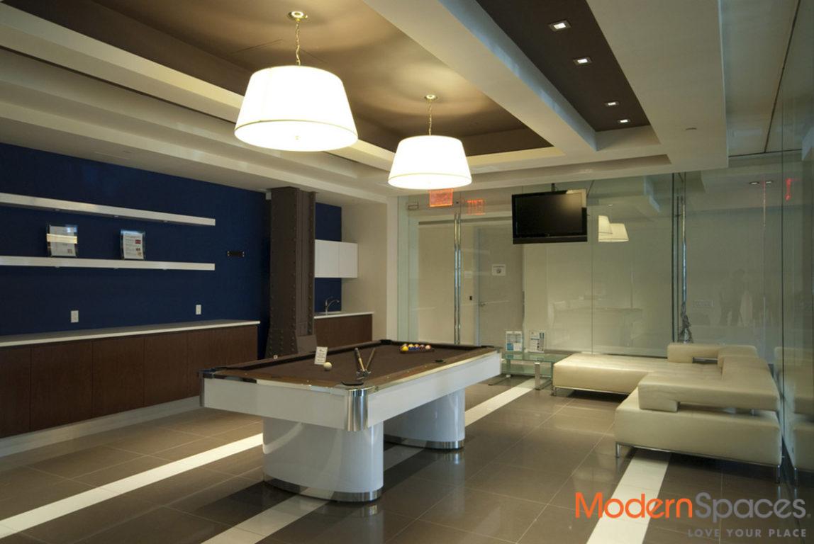 Southfacing 1BR/2BA Rental w/Home Office in LIC Prime
