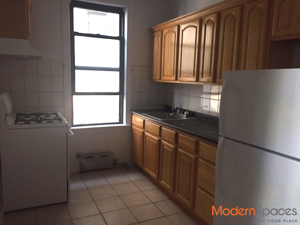 30th Ave. 1 bed*Hard wood floors*avail. immediately