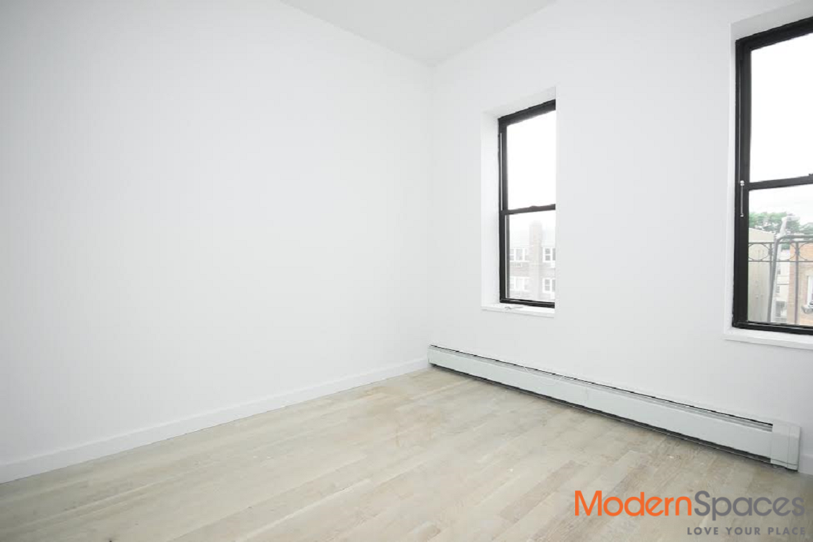 3 Bedroom 2 Bath Luxury with Washer/Dryer and Dishwasher Newly Renovated