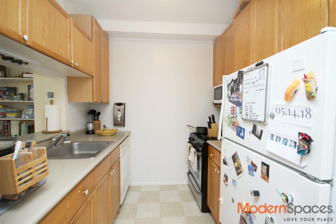 No Fee – 1 Bedroom Half Block to LIC Waterfront