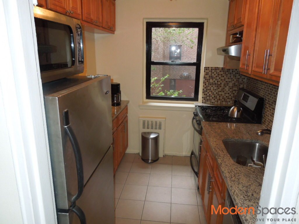 Large 1 bedroom In the Heart of Astoria