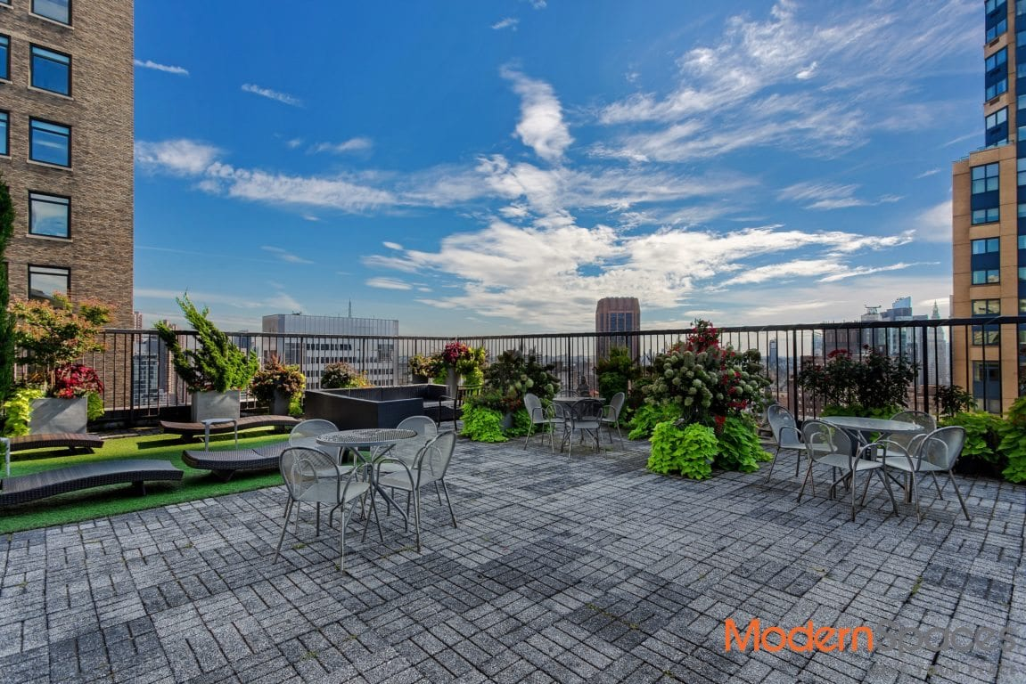 Fifth ave/ Bryant Park luxury 1 bedroom condominium now avaiable for sale