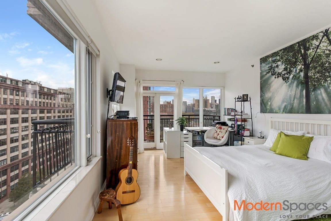 Sensational Sunny Alcove Studio w/Wrap Around Balcony & Skyline Views