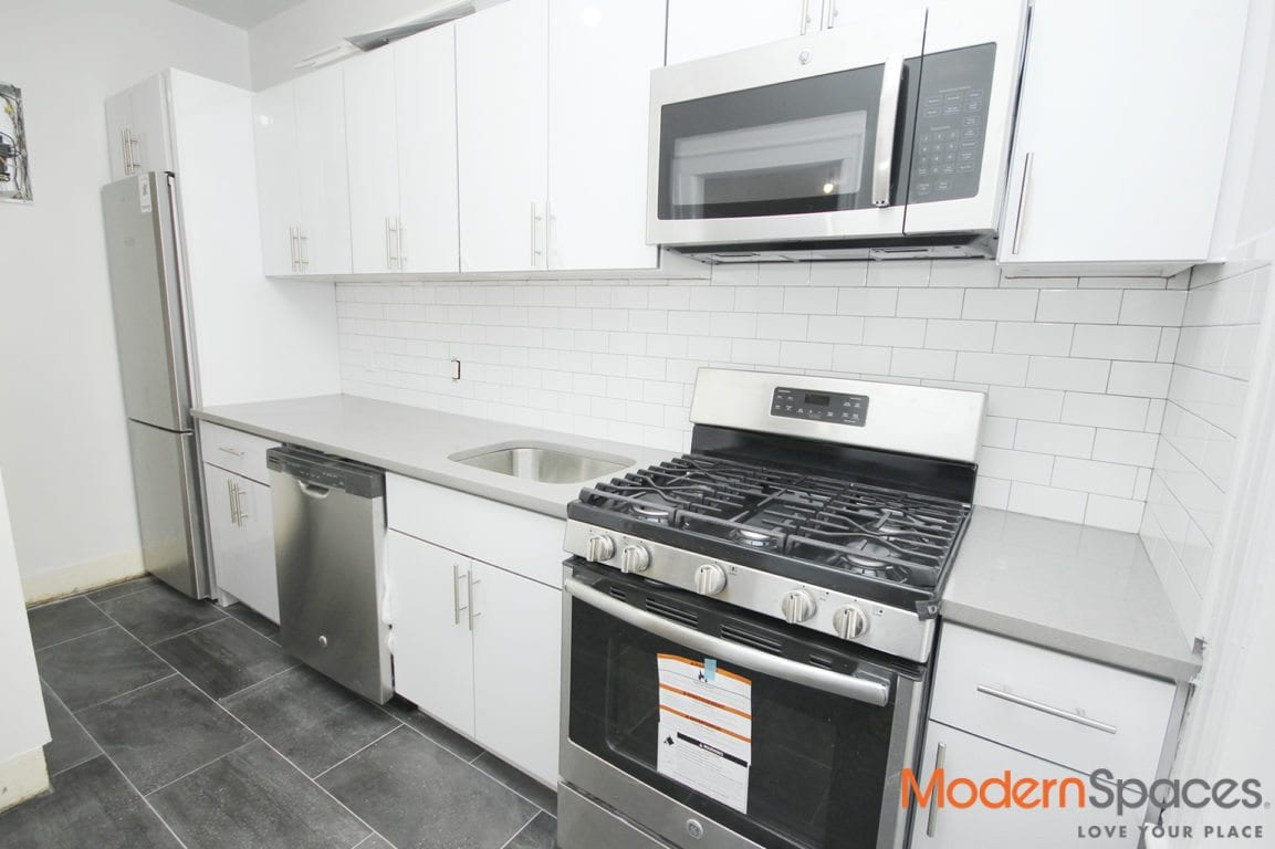 MODERN 1 BEDROOM AVAILABLE IN PRIME FLUSHING LOCATION
