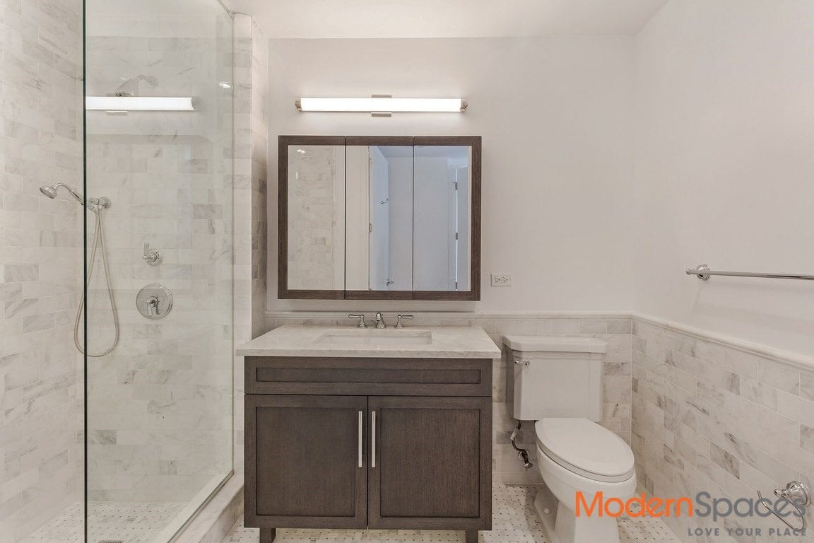 No brokers fee, South facing 2 bedrooms 2 bathrooms, washer dryer/ be the first to live in this brand new amenities filled luxury building