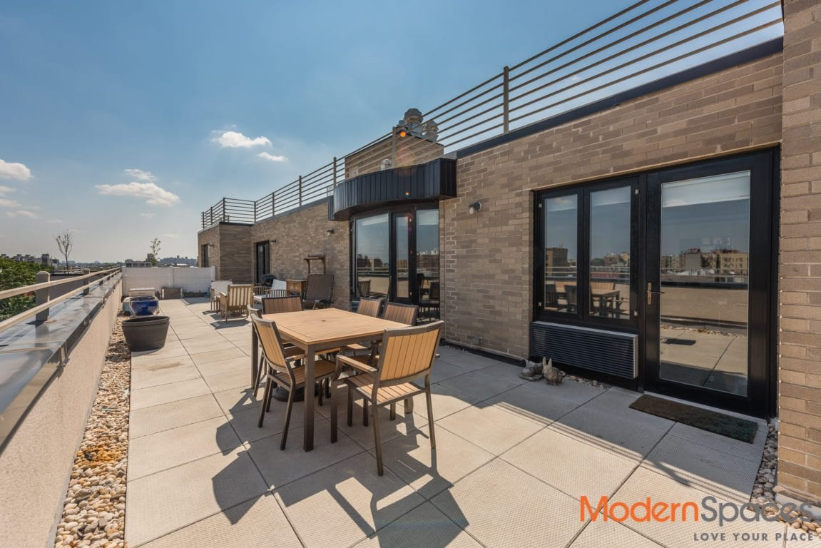 Gorgeous XL Penthouse with Private Roof Deck + Views