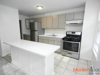 Gorgeous sun lit 2BR/1BA + extra room  and balcony in heart of Astoria