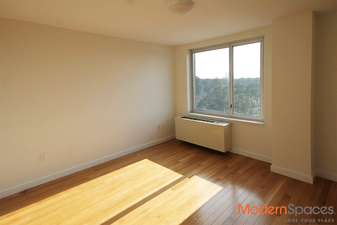 Corner 1 Bed 1 Bath – Virtual Doorman, Roof Deck, Laundry On Site