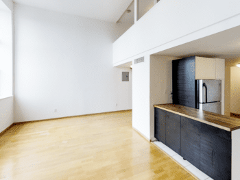 LES Spacious LOFT, Oversized Windows and Unexpected Extras. Free Heated Pool!