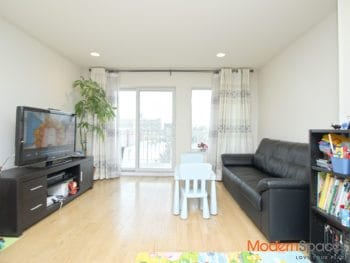 *1000+ sqft 2 Bed/2 Bath Condo * 30th Avenue Location * Balcony * W/D in unit !