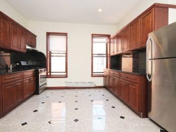 Woodside 2BR Apartment for Rent – Close to 7 line
