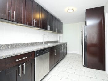 Renovated 3 Bed With Extra Large Living Room *Astoria*